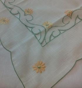 Obrus haftowany 85x85 B biało zielony w pomarańczowe kwiaty - 2849728775