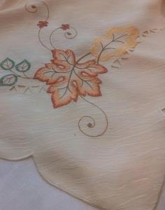 Obrus haftowany 130x180 kremowy liście klonu na szczęście - 2849728839
