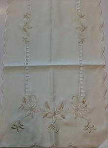 Obrus haftowany 40x90 świąteczny ekrii kwiatki niska cena - 2851936330