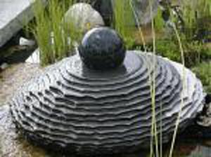 """Fontanna ogrodowa """"Spodek Ufo granitowy"""" inkrustowany - 2832980819"""