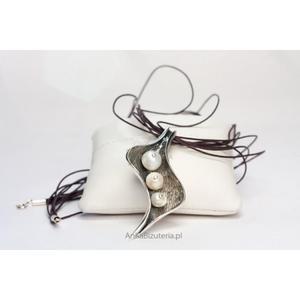 Srebrny Wisior z perłami w kształcie liścia.Elegancka biżuteria. - 2835353238