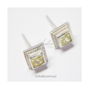 Kolczyki srebrne z jasno zieloną cyrkonią w kształcie kwadracików - 2835352362