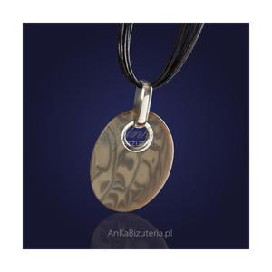 Oryginalny wykonany ręcznie srebrny wisiorek z krzemienia pasiastego na rzemieniu. - 2835352952