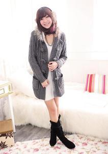 Szary sweter damski z futrem Japan Style SW2841 - 1749606981