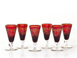 Czerwone kieliszki do likieru - ręcznie wykonane