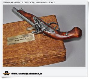 Prezent dla KOMENDANTA Pistolet w skrzynce i wygrawerowaną dedykacją - 2823554757