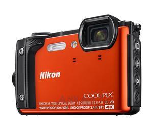 Nikon Coolpix W300 pomarańczowy Holiday Kit + plecak
