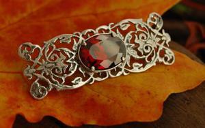 SINAMAICA - srebrna broszka z granatem - 2831093590