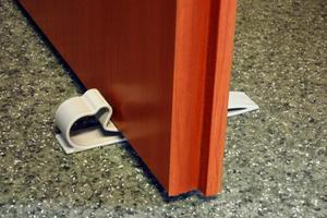 Zabezpieczenie drzwi stoper blokada szary, A-PLAST - szary - 2874322949