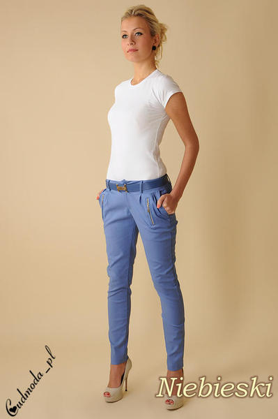 8d724a5d7867c4 CM0090 Eleganckie spodnie cygaretki z zameczkami - niebieskie. Powiększ  zdjęcie