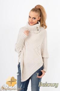 d61f819b5864b8 CM1361 Asymetryczny sweter damski z zapinanym golfem - beżowy - 2832074519