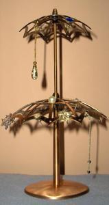 Stojak obrotowy do kolczyków w kształcie dwupoziomowej parasolki - miedziany - 2822286433