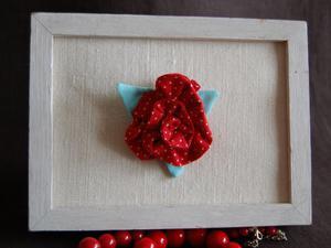 Róża w kropki - broszka - 2827476506