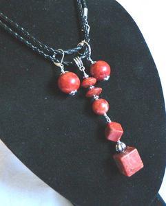 Komplet biżuterii z koralem,wisior i kolczyki