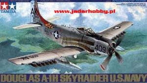 Tamiya 61058 - Douglas A-1H Skyraider U.S. Navy (1/48) - 2824113427
