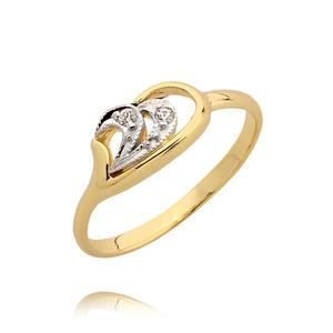 Delikatny pierścionek zareczynowy