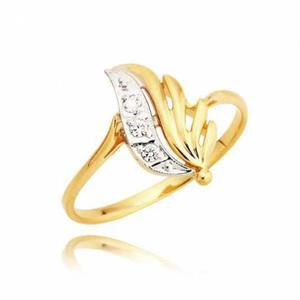 Pierścionek wykonany z żółtego złota