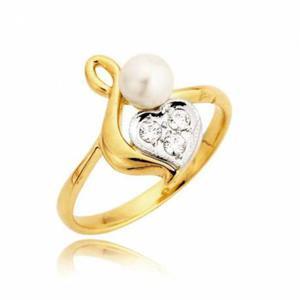 PIerścionek w kształce serca przyozdobiony biała perłą i cyrkoniami