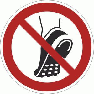 P035-F Znak PODŁOGOWY Nie wchodzić w obuwiu z metalową podeszwą ISO7010  - 2878095496